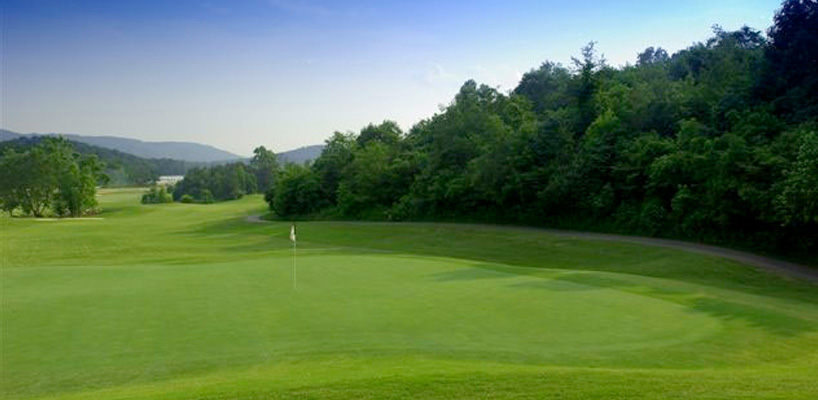 putting green on the golf course in oak ridge