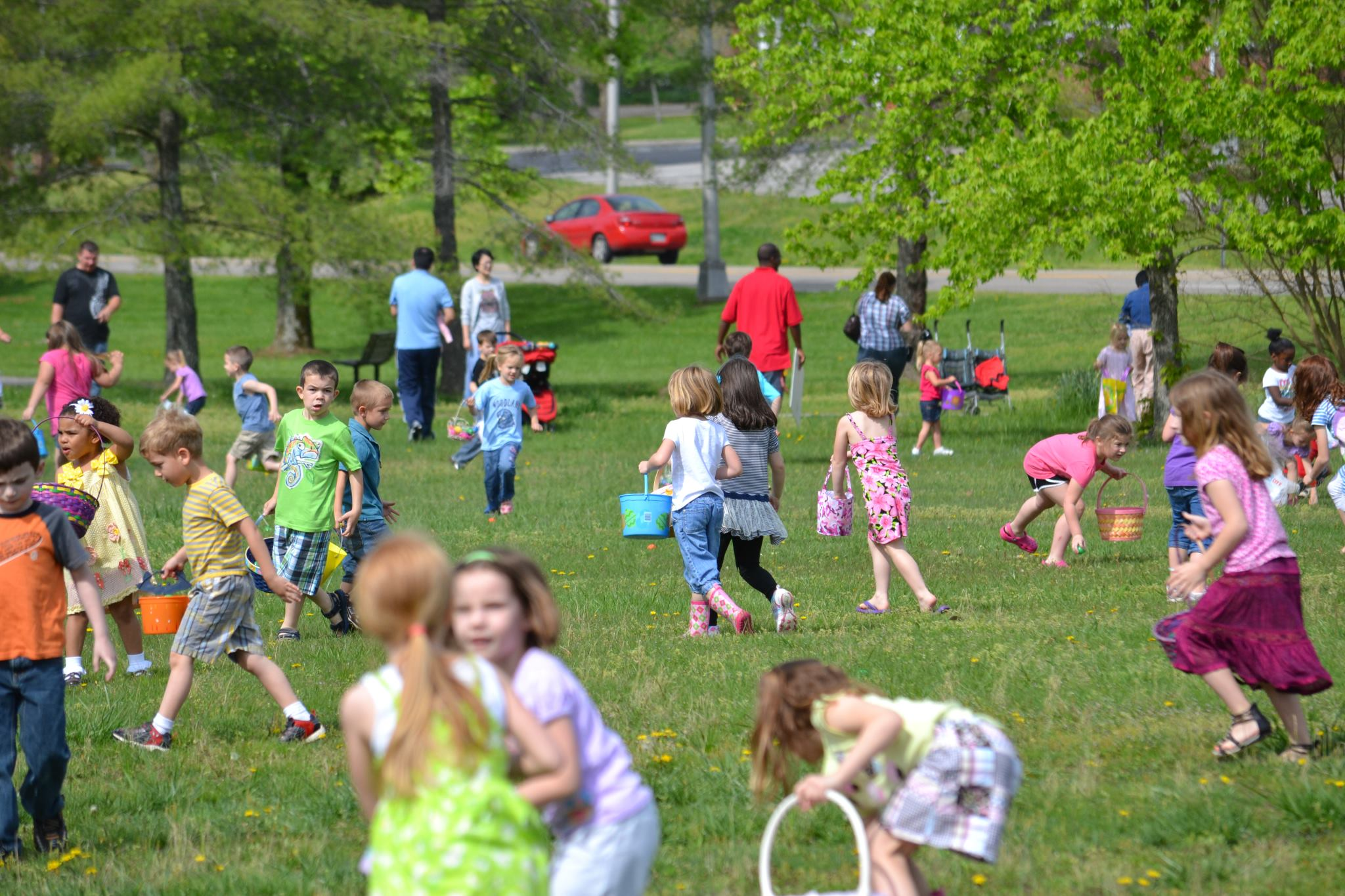 children participating in the spring easter hunt at bissell park