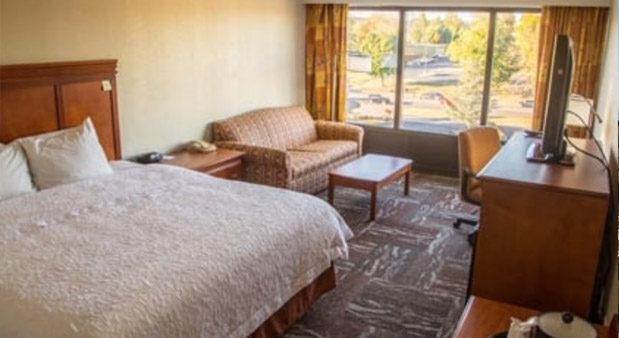 https://exploreoakridge.com/wp-content/uploads/2019/04/Comfort-Inn.jpg