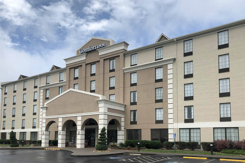 https://exploreoakridge.com/wp-content/uploads/2020/09/comfort-inn-2.jpg